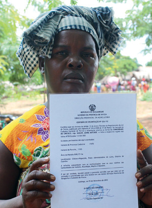'Don't mess': the proud owner of a certificate that recognizes the land rights of the Chicoco community in Cuamba, Niassa.