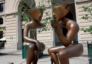 Gaps or spaces? This new sculpture is located in Havana's historic and imaginatively restored Plaza Vieja.