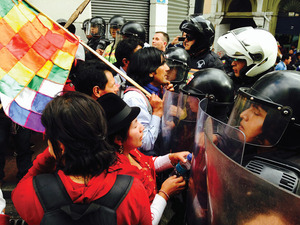 Hands off our house! Indigenous people in Ecuador defend CONAIE's HQ.Photo: Manuela Lavinas Picq