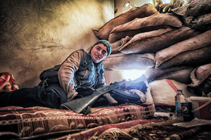 A fighter at her post, defending Kurdish ground troops as they advance against ISIS.Photo: Gail Orenstein/NurPhoto.com/Alamy