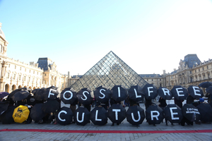 Hundreds gathered by the famous pyramid to spell out 'FOSSIL FREE CULTURE' with black umbrellas.