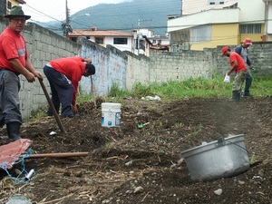 Community members working in the La Columna community garden, Merida, Venezuela.Photo by Tamara Pearson
