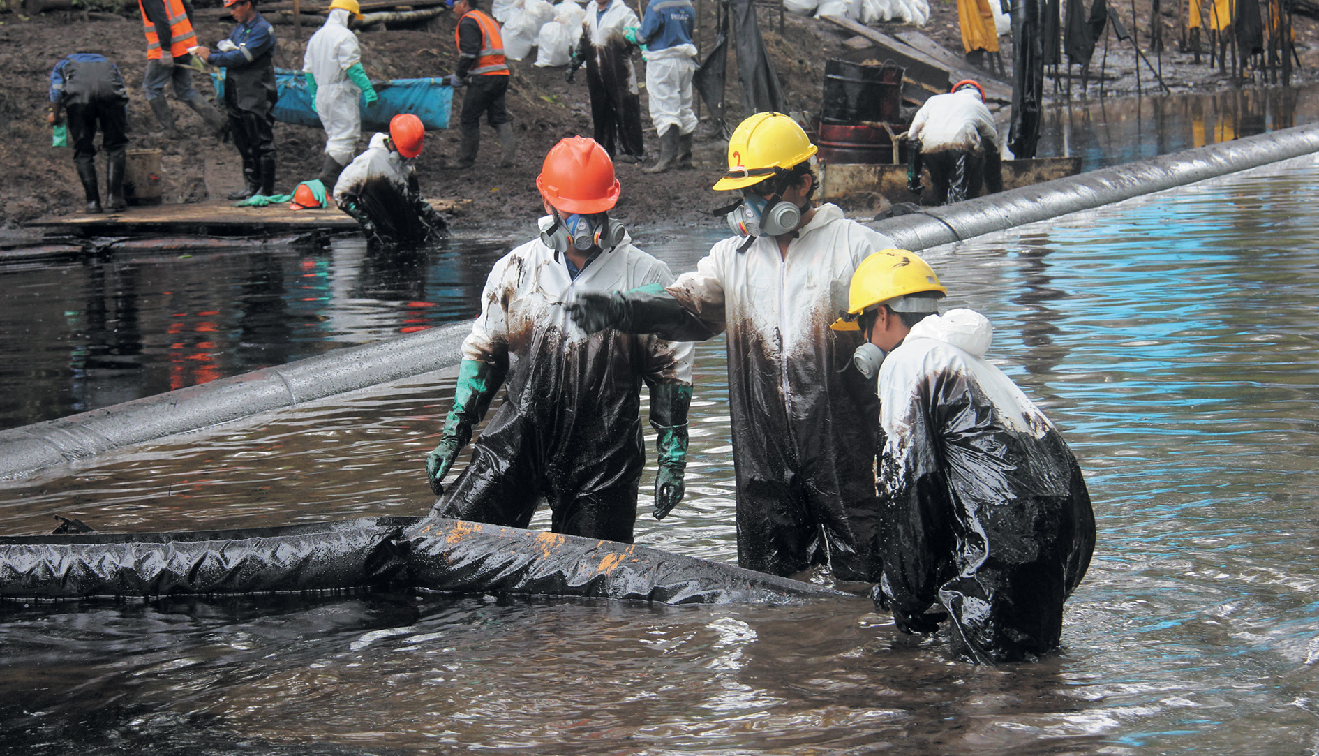 An oil spill clean-up in the community of Nueva Alianza, in Peru's northern Amazon region.