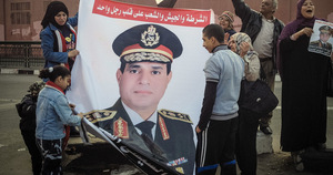 The beginning of the end of Egypt's Arab Spring? Pro-Sisi protestors in Cairo, 2014. Photo: Pan Chaoyue/Xinhua/Alamy