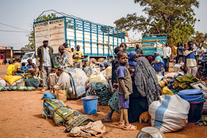 Newly displaced people waiting by the side of the road after fleeing attacks in Barsalogho, in north-central Burkina Faso.Photo: Tom Peyre-Costa/Norwegian Refugee Council