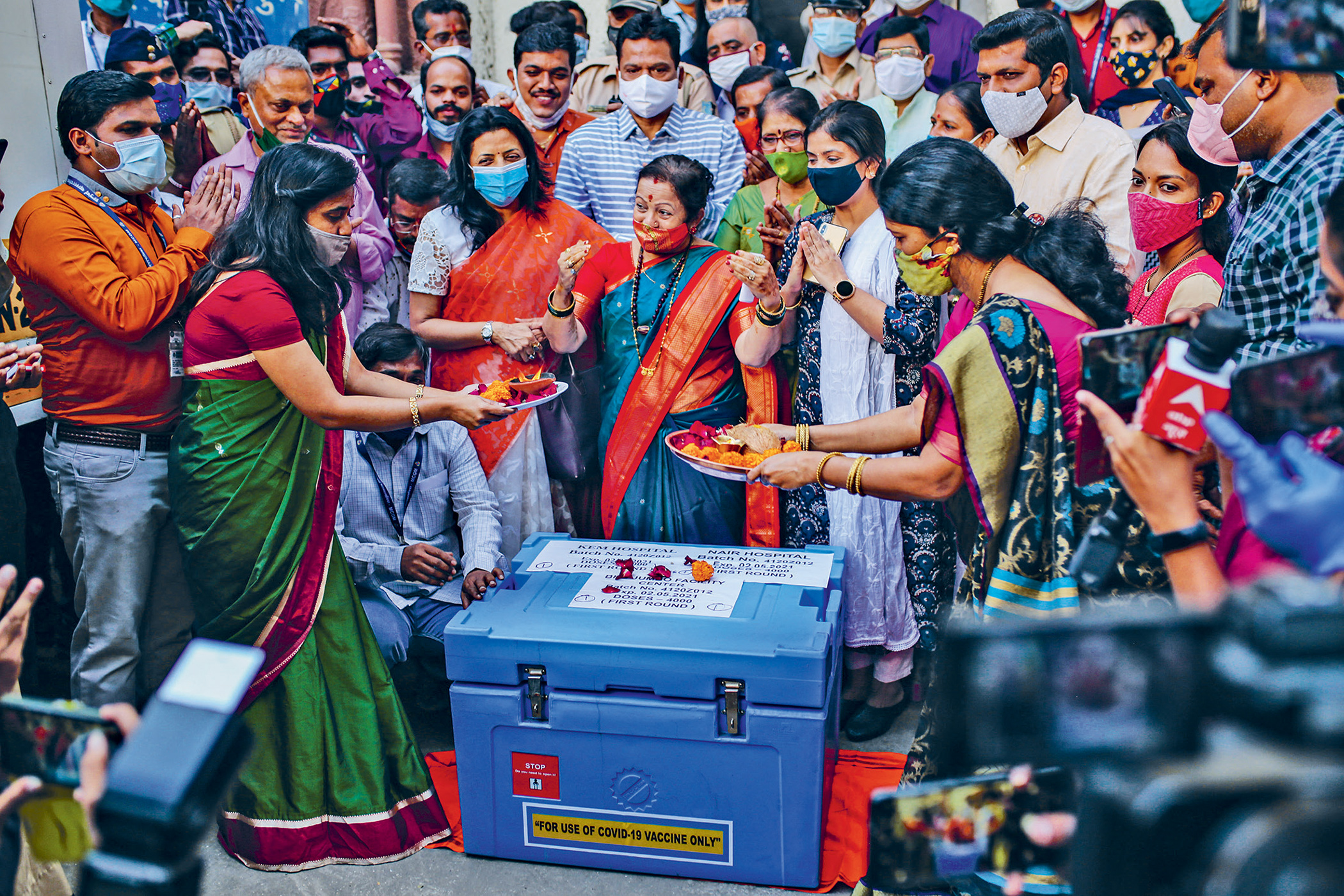 Government officials pray over a storage box containing Covid-19 vaccines before they leave for various vaccination centres in Mumbai, India, in January this year. India is one of the countries that is calling for patents on Covid-19 vaccines to be waived during the pandemic. Photo: Dhiraj Singh/Bloomberg/Getty
