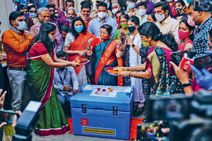 Government officials pray over a storage box containing Covid-19 vaccines before they leave for various vaccination centres in Mumbai, India, in January this year. India is one of the countries that is calling for patents on Covid-19 vaccines to be waived during the pandemic.Photo: Dhiraj Singh/Bloomberg/Getty