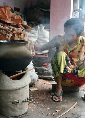 Household smoke, here from a traditional Indian chullha, ranks as the fourth biggest health risk in poor countries.